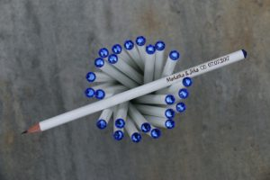 Svatební tužka s rytinou a modrým krystalem Swarovski